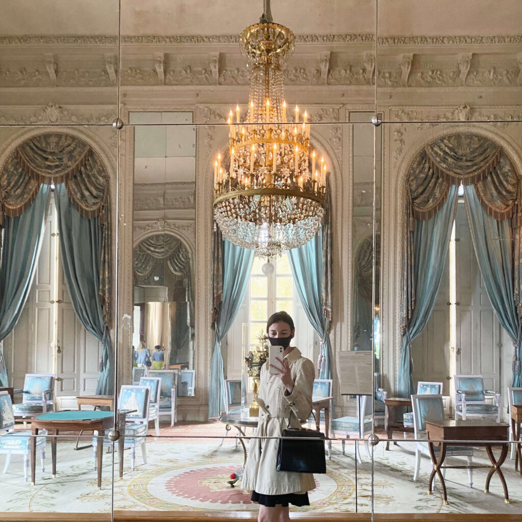 Linse Kelbe taking a selfie at the Triaon Palace, Versailles